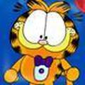 Mèo Garfield ăn pizza